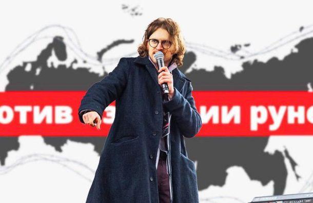 Неизвестные вКазани облили фекалиями Михаила Светова