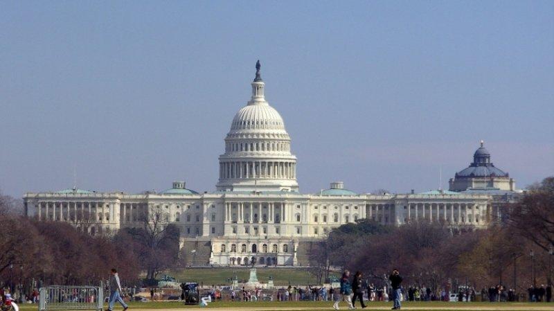 Конгресс США потребовал от главы Минюста документы по докладу Мюллера