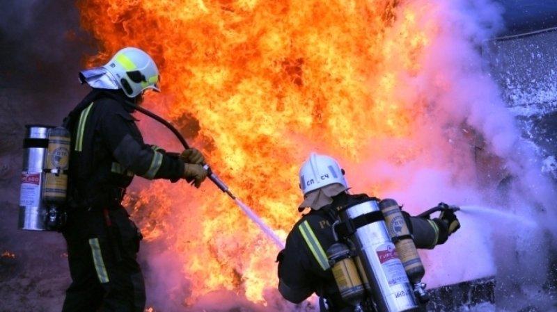 Три человека погибли при пожаре в частном доме в Ростовской области