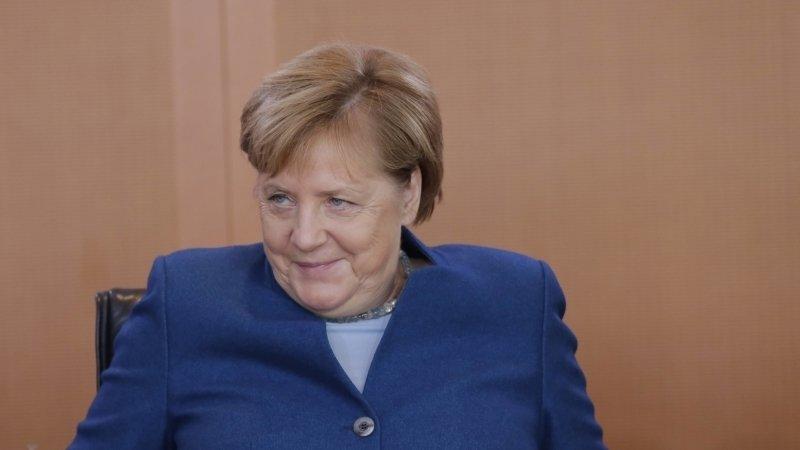 Меркель считает, что ФРГ должна поддерживать критический диалог с Москвой