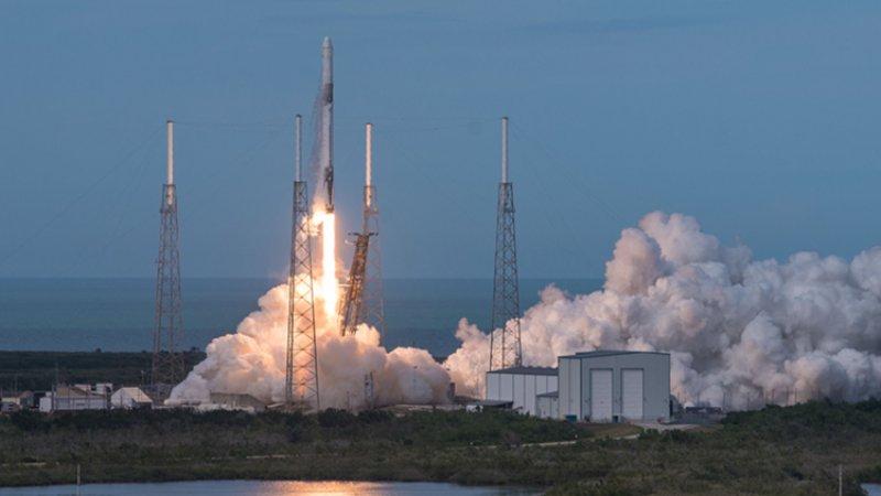 Запуск ракеты Falcon 9 с 60 спутниками перенесен на неделю
