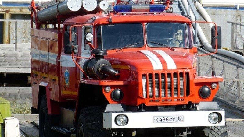 Четыре человека пострадали в пожаре в ТЦ в пригороде Баку