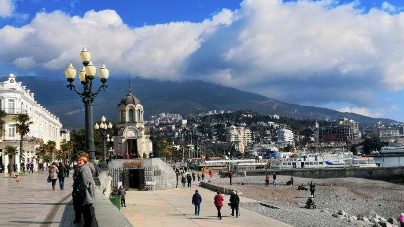 Власти Крыма займутся семьей, бежавшей из Киева от националистов