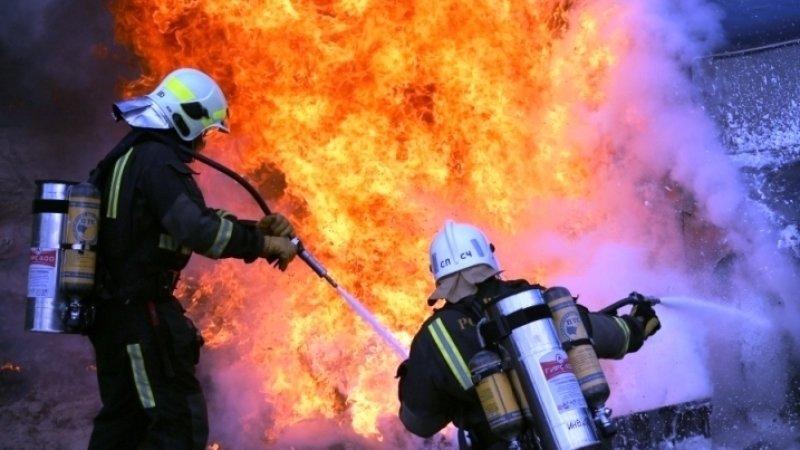 Пожарные ликвидировали возгорание в торговом центре в Иркутске