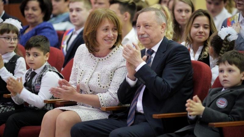 Смольный выделит 11 миллиардов рублей на развитие средней школы
