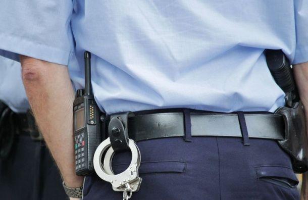 Жительница Колпина обвинила полицию впытках сына-подростка