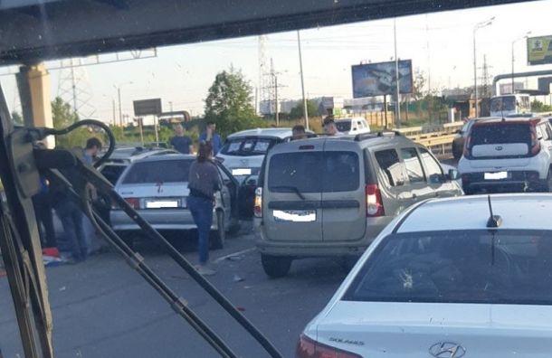 Мужчина пострадал вмассовом ДТП наМурманском шоссе