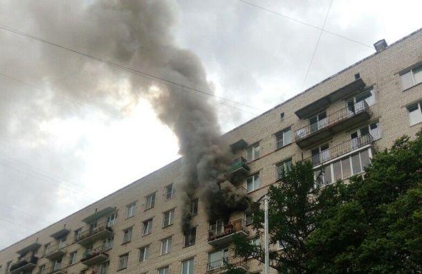 Пожарные спасли женщину изгорящей квартиры наПартизана Германа