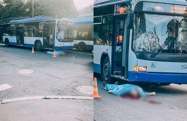 Троллейбус насмерть сбил пешехода наВасильевском острове