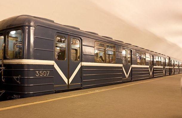Сломавшийся поезд нарыжей ветке метро спровоцировал утренний коллапс