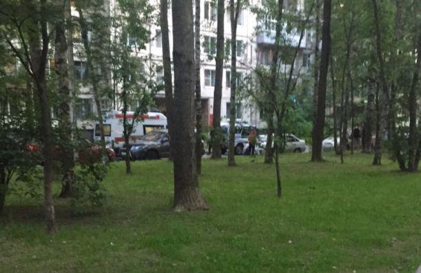 Петербурженка расстреляла сбалкона отдыхавшую водворе компанию