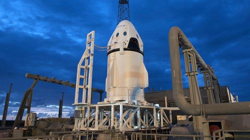 АстронавтыSpaceX завершили обучение в России