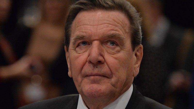 Экс-канцлер ФРГ назвал законным возврат Крыма в состав России