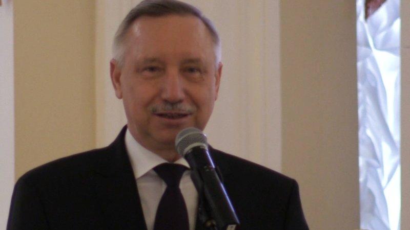 Беглов получил «Единую карту петербуржца» в Сбербанке