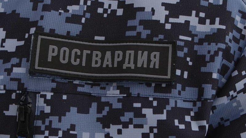 Сотрудник Росгвардии застрелил преступника, напавшего с ножом на полицейского в Грозном