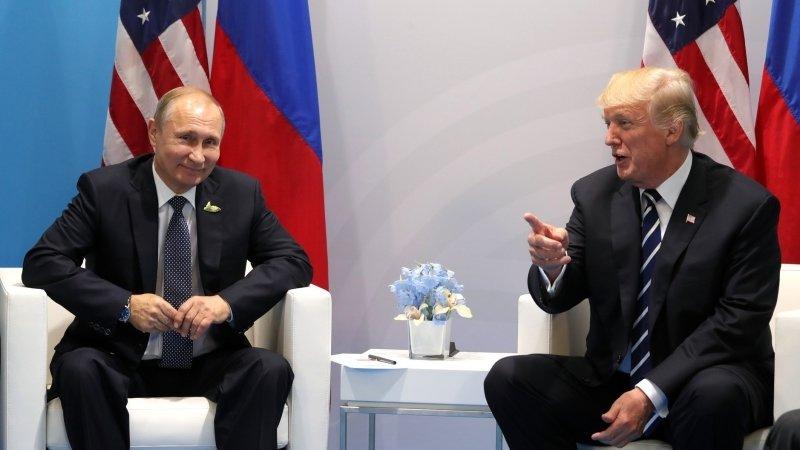 Болтон заявил, что Трамп ждет встречи с Путиным на G20