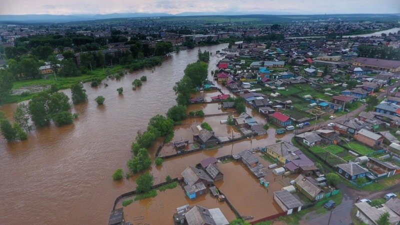 Путин призвал устранить последствия паводка в Приангарье и вовремя начать занятия в школах