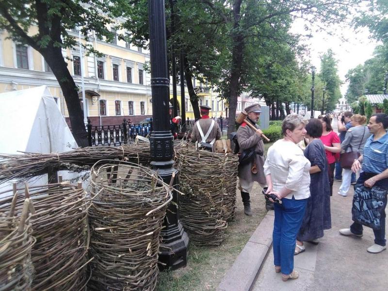 Навальный полез в автозак на незаконной акции в Москве