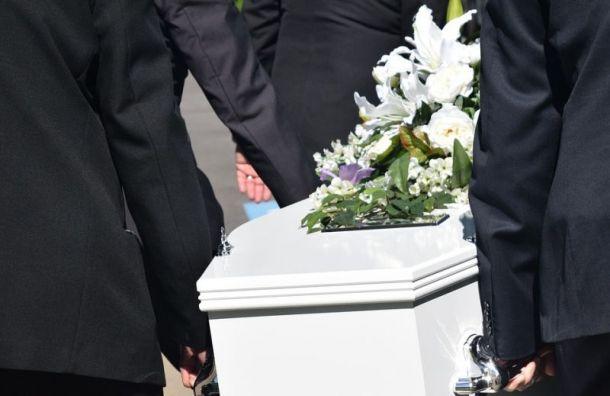 Ритуальщики протаранили гробом вход накладбище вЛенобласти