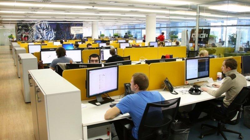 В Роструде напомнили правила оплаты работающим за отпускников