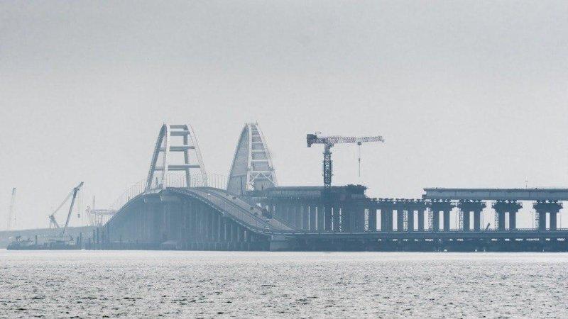 Строители начали демонтаж рабочих мостов в Керченском проливе