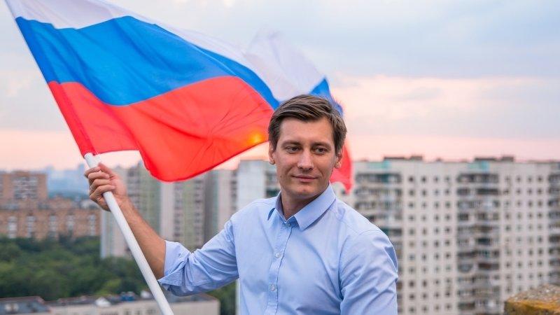 Гудков распсиховался на вопросы журналистов о подделке подписей его штабом