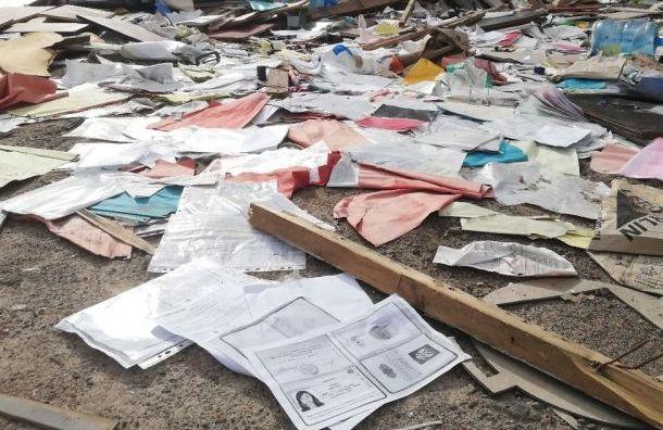 Свалку сдокументами петербуржцев нашли вНевском районе
