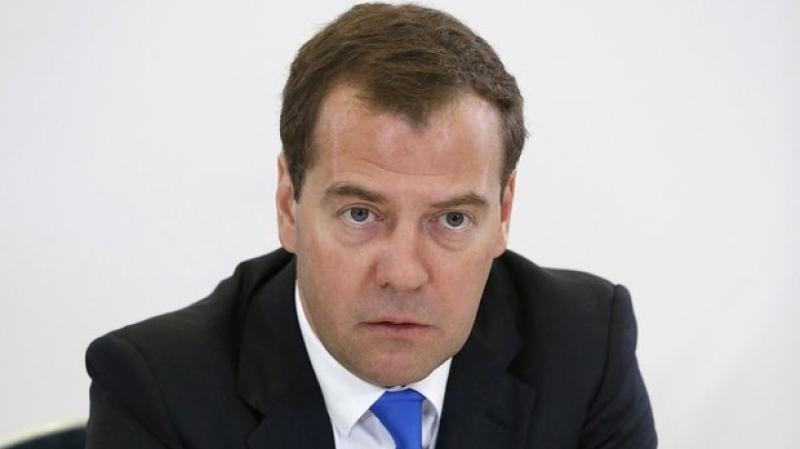 Медведев потребовал обеспечить школьников качественным питанием