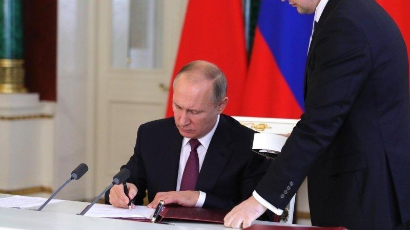 Путин увеличил сумму госпошлины за выдачу вида на жительство иностранцам