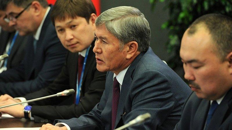 Резиденция экс-президента Киргизии загорелась