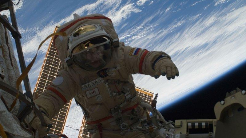 Роскомос рассказал, какую зарплату получают космонавты в России