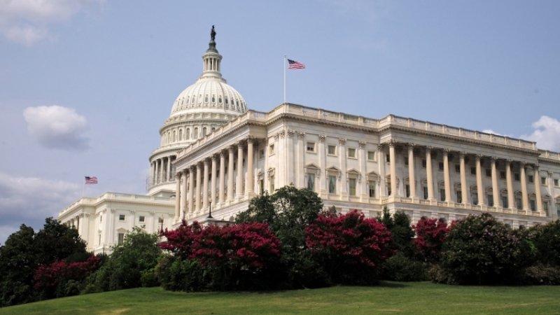 Бывший губернатор Колорадо Джон Хикенлупер вышел из предвыборной гонки в США