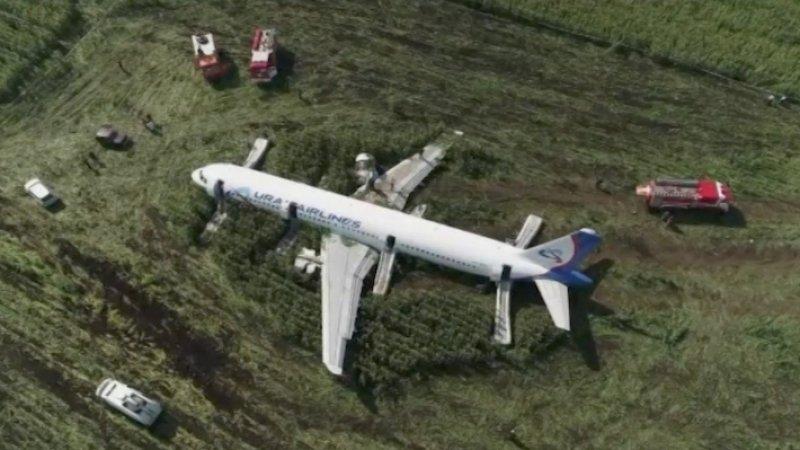 Посадивший аварийный A321 в Подмосковье пилот вернулся в Екатеринбург