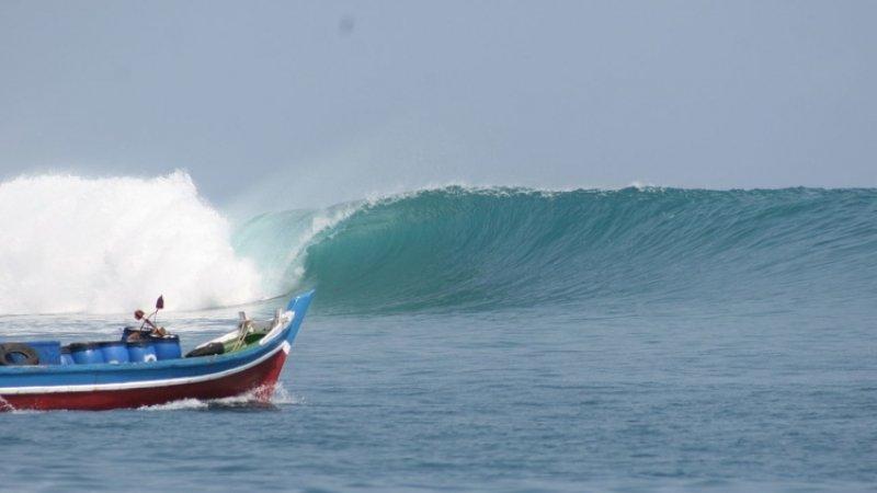 Семь человек побили в Индонезии в результате пожара на судне
