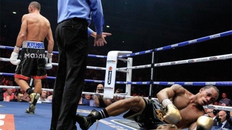 Британского боксера Ярда госпитализировали после боя с россиянином Ковалевым