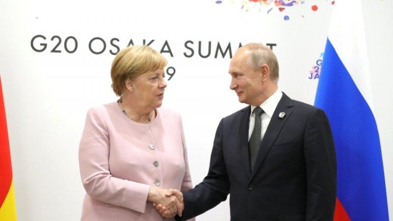Меркель и Путин обсудили по телефону «нормандский формат»