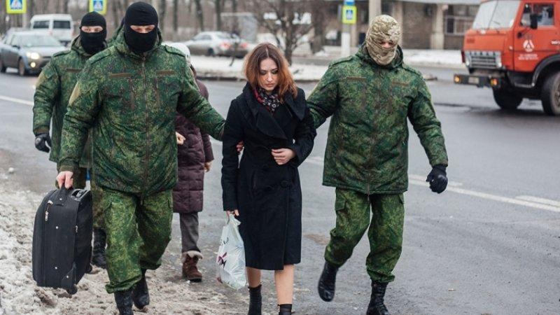Самолет с переданными Россией заключенными ждут в Киеве, сообщают СМИ