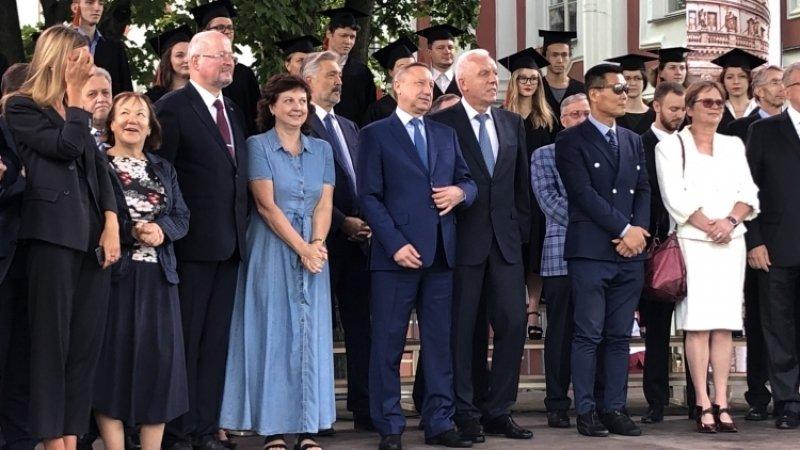 Беглов выступил с речью перед будущими студентами СПбГУ