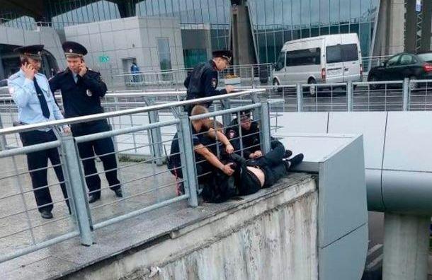 Транспортные полицейские спасли человека вПулково