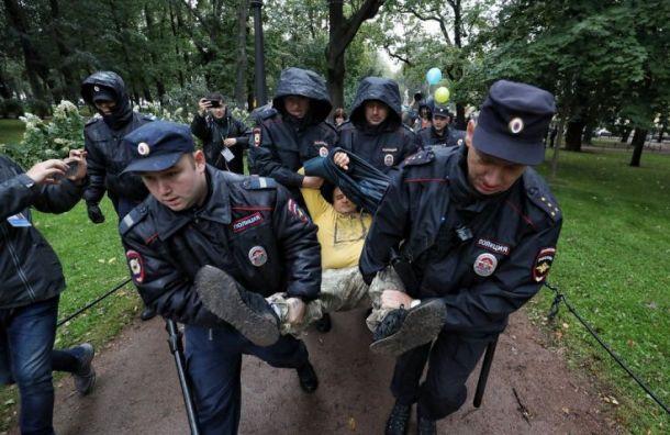 Полицейские задержали троих после