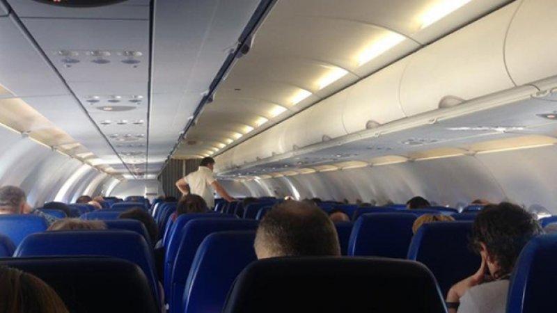 Летевший в Петербург Самолет экстренно сел в Воронеже