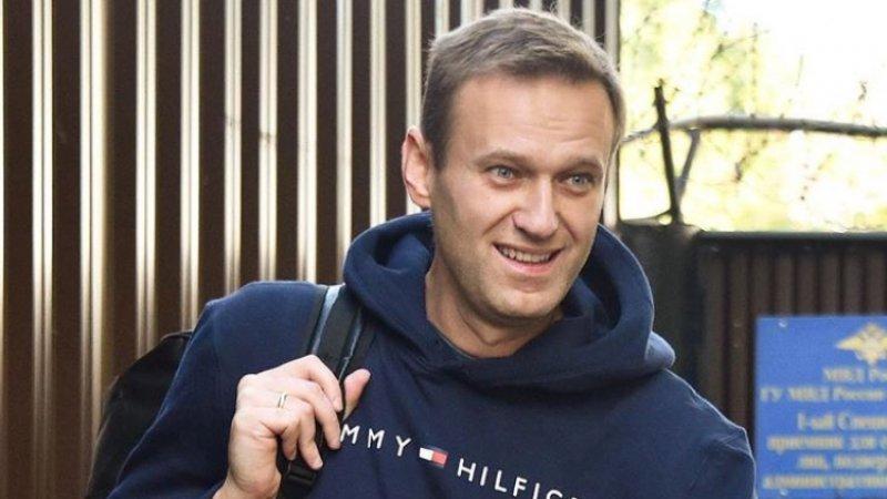 Навальный сбежал из России после обысков в региональных штабах ФБК