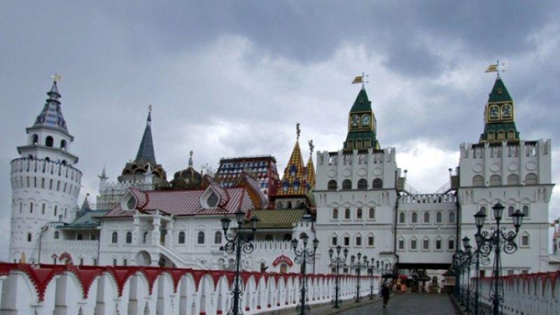 Пятнадцать человек спасены от пожара на территории Измайловского кремля в Москве