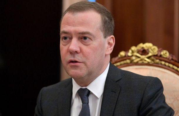 Медведев поздравил вПетербурге Беглова спобедой навыборах