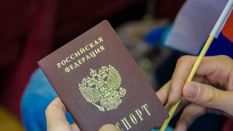 Путин сократил трудовой стаж для получения российского паспорта