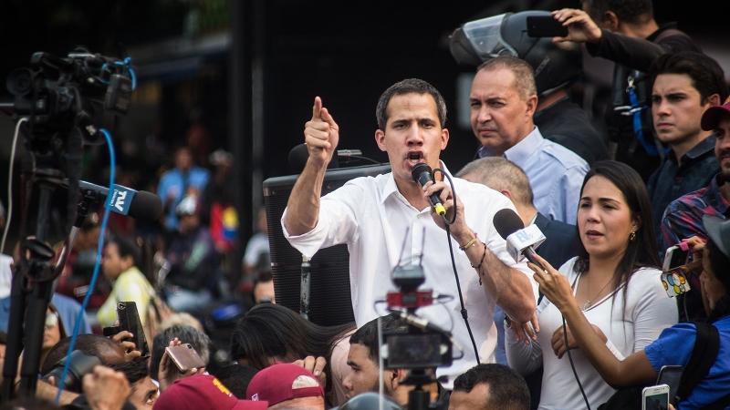 Политолог удивился, куда делся «признанный цивизилизованным миром» Гуаидо
