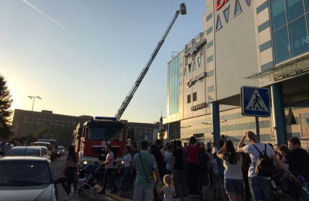 Спасатели эвакуировали посетителей ТРК