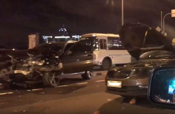 Водитель BMW сел за руль без прав и устроил аварию на Арсенальной