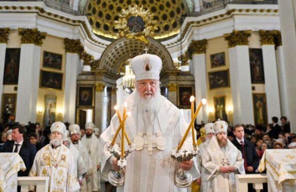 Патриарх Кирилл провел божественную литургию вАлександро-Невской лавре