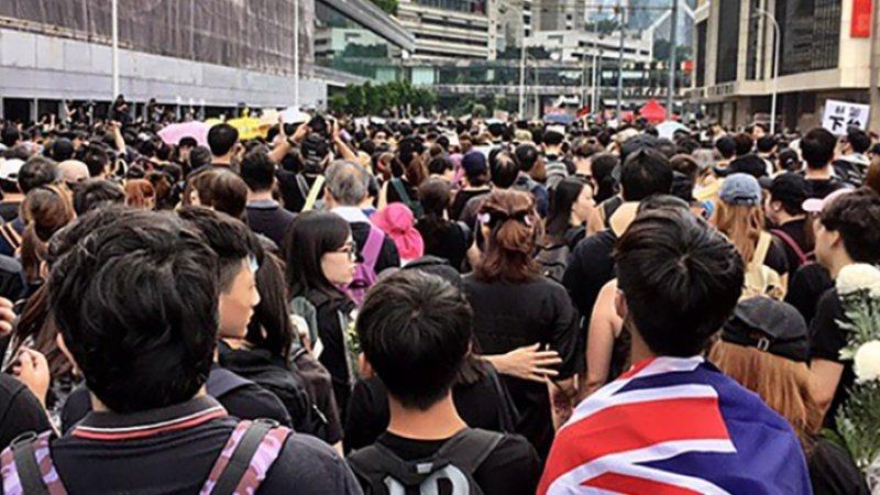 Евросоюз обеспокоен применением насилия в Гонконге